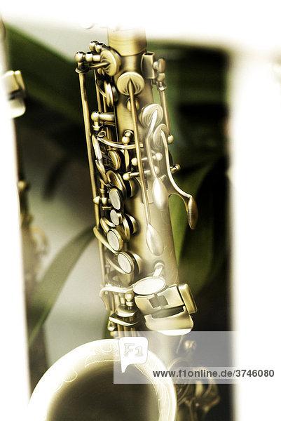 Impression von alten Blasinstrumenten  Saxophon  Teilansicht