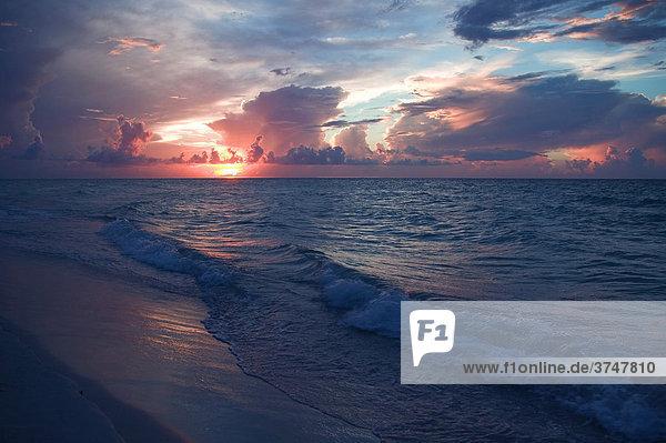Abendstimmung am Meer  Kuba  Mittelamerika  Karibik