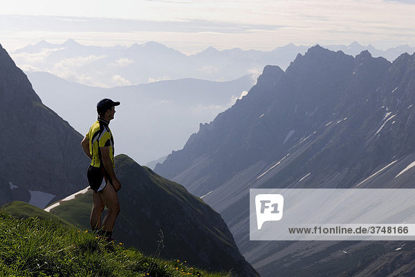 Mountain climber with panoramic view of mountain peaks  Pfafflar  Elmen  Lechtal Valley  Tirol  Austria  Europe