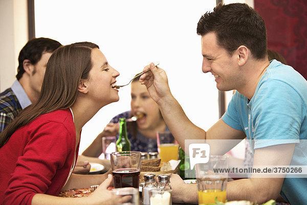 Freunde im Restaurant