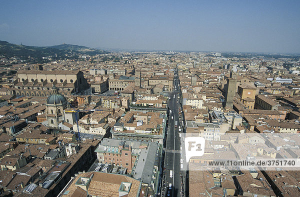 Old part of Via Rizzoli viewed from the Torre degli Asinelli tower in Bologna  Emilia Romagna  Italy  Europe