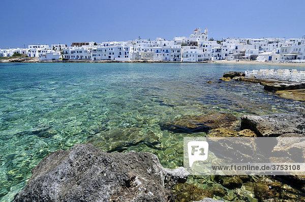 Türkises Meer vor der Stadt Naoussa  Paros  Kykladen  Griechenland  Europa