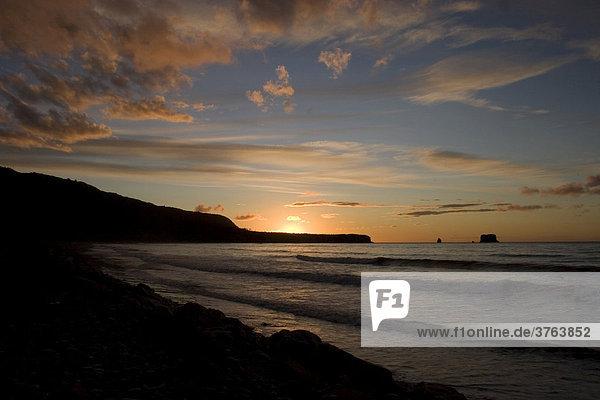 Sonnenuntergang am Strand von Greymouth,  Südinsel,  Neuseeland