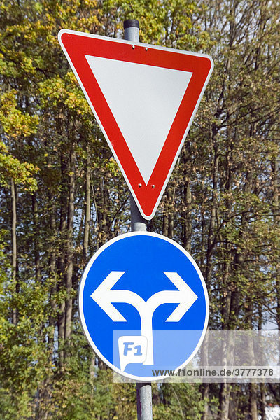 Left or right - symbolic picture