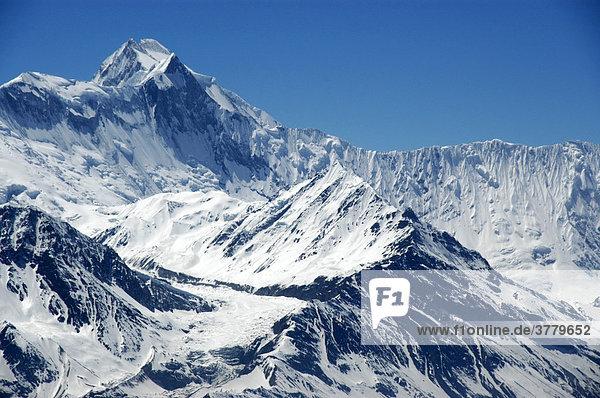 Eisbedecktes Massiv und Gipfel des Annapurna III Nar-Phu Annapurna Region Nepal