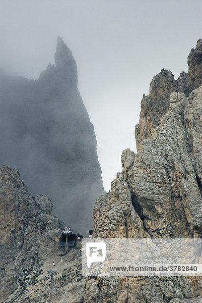 Langkofel mit Toni-Demetz-Hütte  Dolomiten  Südtirol  Italien