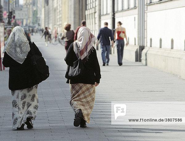 Muslemische Frauen auf der Leopoldstrasse in München