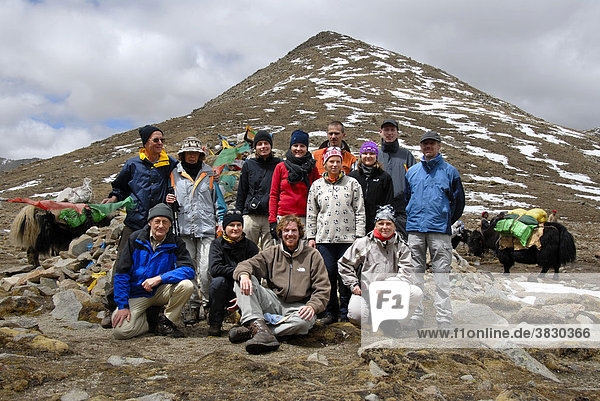 Trekkinggruppe Gruppenfoto auf dem Shug-La Pass 5250 m Tibet China