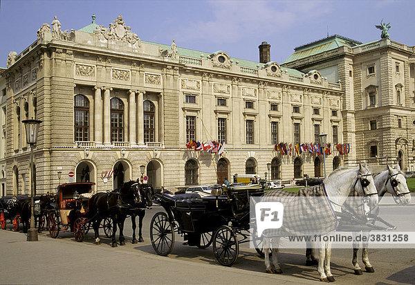 Neue Hofburg with horse-drawn carriages  Heldenplatz  Vienna  Austria