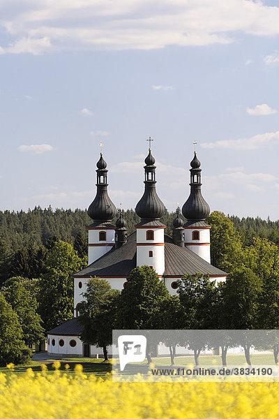 Kappel   Kappl   Wallfahrtskirche auf dem Glasberg bei Waldsassen Münchenreuth   Rapsfeld   Stiftland   Fichtelgebirge   Oberpfalz Bayern