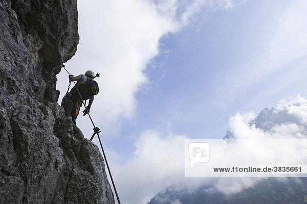 Klettersteig Ehrwald : Bergbesteiger am seeben klettersteig bei ehrwald in Österreich