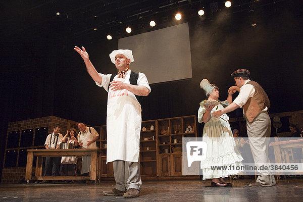 Schwerbehinderte Schauspieler bei einer Aufführung  taubblinde israelische Theatergruppe Nalaga'at  die einzige taubblinde Theatergruppe der Welt  London  England  Großbritannien  Europa