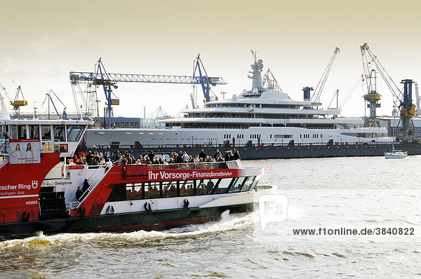 Die Megayacht Eclipse im Schwimmdock von Blohm und Voss im Hamburger Hafen  Hamburg  Deutschland  Europa