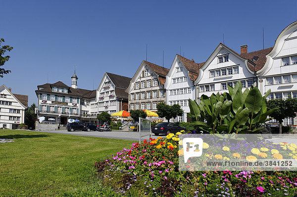 Holzhäuser am Dorfplatz  Gais  Ausserrhoden  Kanton Appenzell  Schweiz  Europa