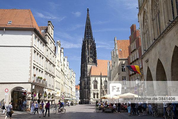 Prinzipalmarkt street  market and town church of St. Lamberti  Muenster  Muensterland  North Rhine-Westphalia  Germany  Europe