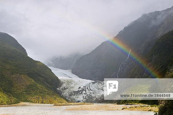 Gletscher mit Regenbogen  Franz-Josef-Gletscher  Westland Nationalpark  Neuseeländische Alpen  Südinsel  Neuseeland