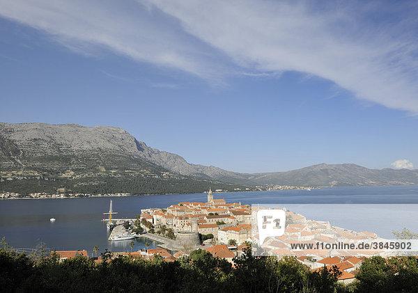 Blick auf die Altstadt von Korcula  Kroatien  Europa