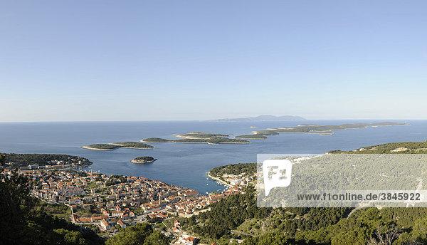 Blick auf den Ort Hvar von der Festung Napoleon aus  Insel Hvar  Kroatien  Europa