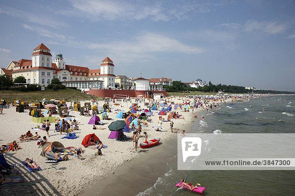 Badestrand und Promenade im Badeort und Kurort Binz  Insel Rügen  Mecklenburg-Vorpommern  Deutschland  Europa