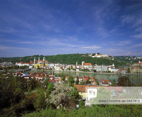 Passau  Blick über Inn  Niederbayern  Bayern  Deutschland  Europa