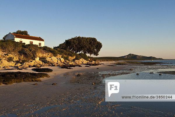 Haus an der Lagune bei Churchhaven im West Coast Nationalpark  Südafrika  Afrika