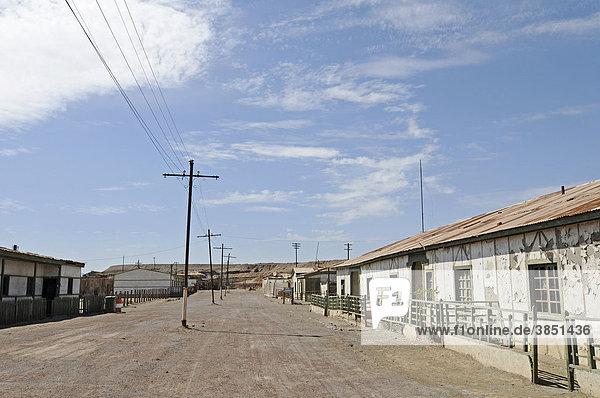 Arbeiterwohnungen  Häuser  Straße  Humberstone  Salpeterwerke  verlassene Salpeterstadt  Geisterstadt  Wüste  Museum  Unesco Weltkulturerbe  Iquique  Norte Grande  Nordchile  Südamerika