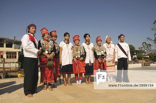 Jingpo  Jingpho  Jingp'o  Kachin und Badaung  ethnische Minderheit in ihrer Tracht  Myanmar  Birma  Burma  Birma  Südostasien  Asien