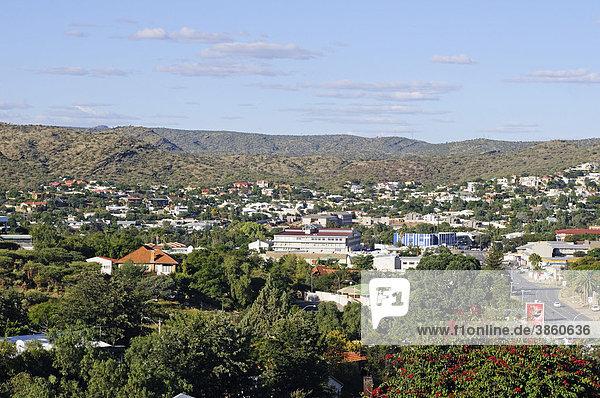 Blick auf Klein Windhoek  im Grünen gelegener Vorort der Hauptstadt Windhoek  Namibia  Afrika