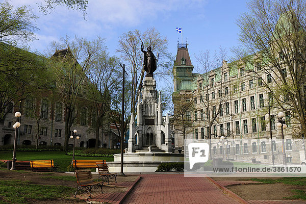 Place des Armes neben dem Chateau Frontenac in der historischen Altstadt von Quebec Stadt  Quebec  Kanada