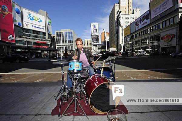 Street musician on the Yonge-Dundas Square  Toronto  Ontario  Canada