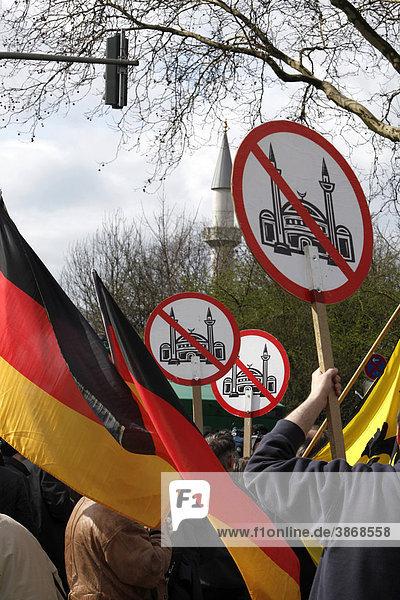 am  Anti  Anti-Islam  außen  Außenaufnahme  Ausländerpolitik  Auslaenderpolitik  aussen  Aussenaufnahme  Aussenaufnahmen  bei  Bewegung  BRD  Bundesrepublik  Demo  Demonstrant  Demonstranten  Demonstration  Demonstrationen  demonstrieren  demonstrierend  demonstrierende  demonstrierender  demonstrierendes  demonstriert  Demos  der  deutsch  deutsche  deutscher  deutsches  Deutschland  draußen  draussen  Duisburg  Duisburg-Marxloh  europäisch  europäische  europäischer  europäisches  Europa  europaeisch  europaeische  europaeischer  europaeisches  Extremismus  extremistisch  extremistische  extremistischer  extremistisches  fremdenfeindlich  fremdenfeindliche  fremdenfeindlicher  fremdenfeindliches  Fremdenfeindlichkeit  Immigartion  in  Islam  islamisch  islamische  islamischer  islamisches  Kundgebung  Kundgebungen  Leute  Marxloh  Mensch  Menschen  Merkez  Migration  Minarettverbot  Moschee  Moscheeverbot  Nazi  Nazis  Nordrhein  nordrhein  nordrhein-westfälisch  nordrhein-westfälische  nordrhein-westfälischer  nordrhein-westfälisches  nordrhein-westfaelisch  nordrhein-westfaelische  nordrhein-westfaelischer  nordrhein-westfaelisches  Nordrhein-Westfalen  NPD  NRW  Person  Personen  Plakat  Plakate  Politik  politisch  politische  politischer  politisches  Pro  Protest  Proteste  Rassismus  rassistisch  rassistische  rassistischer  rassistisches  rechtsextremen  Rechtsextremismus  Ruhrgebiet  Tag  Tage  Tageslicht  tagsüber  tagsueber  und  vor  westfälisch  westfälische  westfälischer  westfälisches  westfaelisch  westfaelische  westfaelischer  westfaelisches  Westfalen  Xenophobie am, Anti, Anti-Islam, außen, Außenaufnahme, Ausländerpolitik, Auslaenderpolitik, aussen, Aussenaufnahme, Aussenaufnahmen, bei, Bewegung, BRD, Bundesrepublik, Demo, Demonstrant, Demonstranten, Demonstration, Demonstrationen, demonstrieren, demonstrierend, demonstrierende, demonstrierender, demonstrierendes, demonstriert, Demos, der, deutsch, deutsche, deutscher, deutsches, Deutschland, 