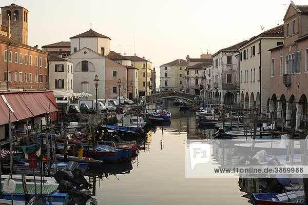 ambiance  ambient  architecture  atmosphere  atmospheric  boat  Boats  boats  bodies  body  building  buildings  canal  Canale  canals  Chioggia  cities  city  dusk  Europe  European  evening  exterior  exteriors  facade  facades  filled  front  fronts  full  house  houses  italian  Italy  Lagoon  mood  mood-filled  moods  nobody  of  on  outdoor  photo  photos  shot  shots  South  Southern  the  town  towns  twilight  Vena  Venetia  venetian  Veneto  water  waters