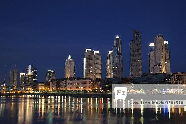 Hochhäuser in Puerto Madero bei Nacht  Buenos Aires  Argentinien  Südamerika
