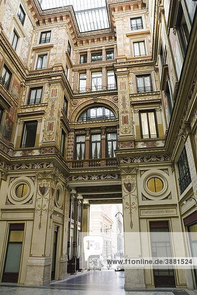 Verzierter Hauseingang  Rom  Italien