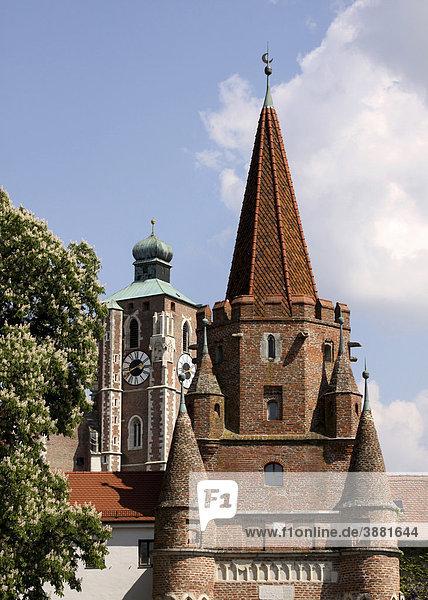 Kreuztor und Liebfrauenmünster,  Wahrzeichen,  Ingolstadt,  Bayern,  Deutschland,  Europa
