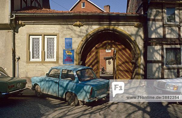 Trabant vor dem Büro der deutsch-sowjetische Freundschaft im Heilbad Heiligenstadt  Thüringen  Deutschland  Europa  1989