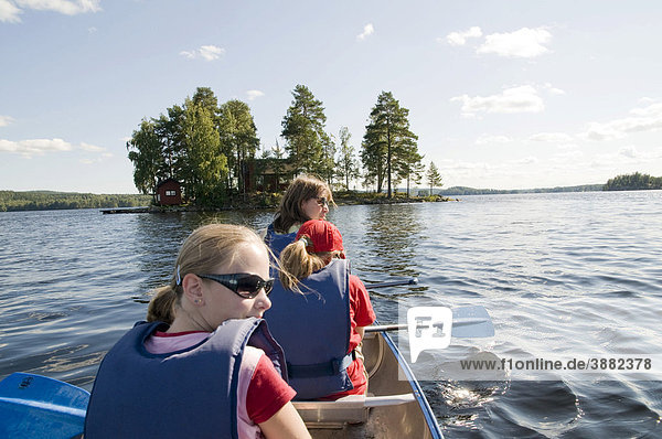 Paddelnde Familie  Schweden  Skandinavien  Europa