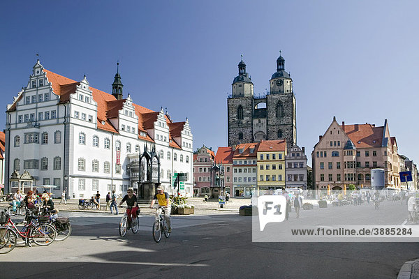 Altes Rathaus  Marktplatz mit der Stadtkirche  Lutherstadt Wittenberg  Sachsen-Anhalt  Deutschland  Europa