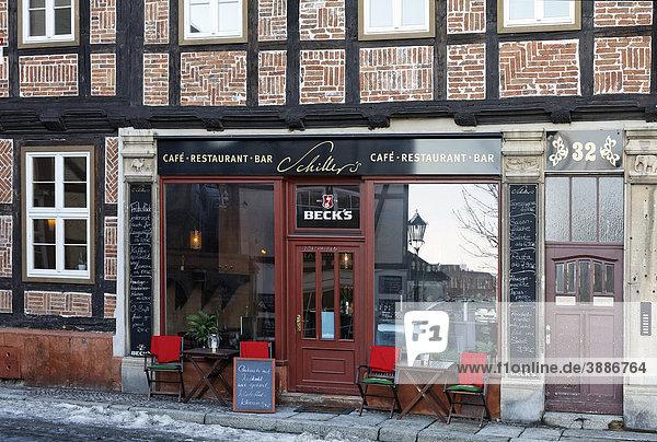 CafË in einem Fachwerkhaus  historische Altstadt  Quedlinburg  Harz  Sachsen-Anhalt  Deutschland  Europa