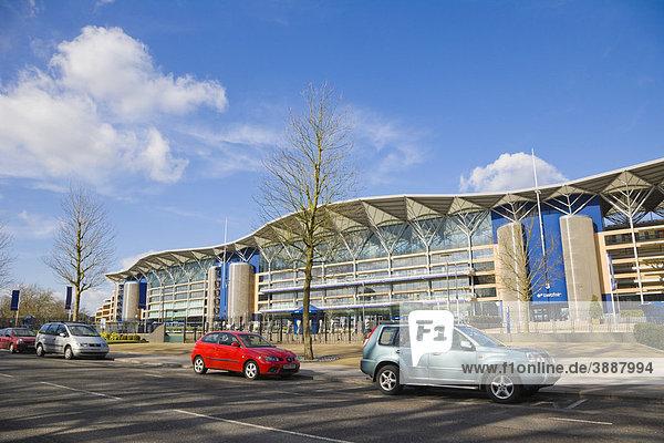 Die neue Tribüne  fertiggestellt im Jahr 2006  Pferderennbahn Ascot  Berkshire  England  Vereinigtes Königreich  Europa
