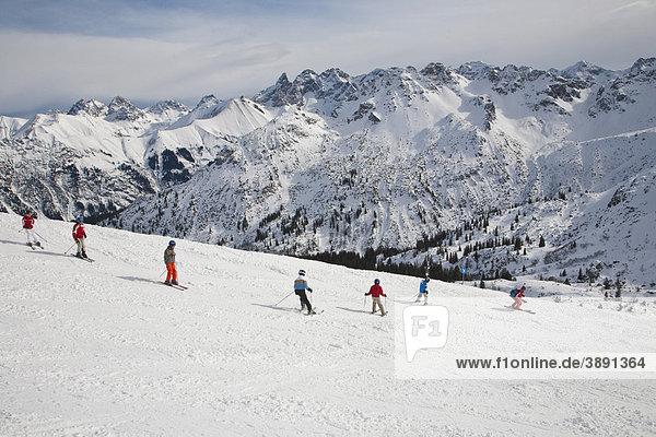 Kinderskischule am Fellhorn  Skigebiet  Winter  Schnee  Oberstdorf  Allgäuer Alpen  Allgäu  Bayern  Deutschland  Europa