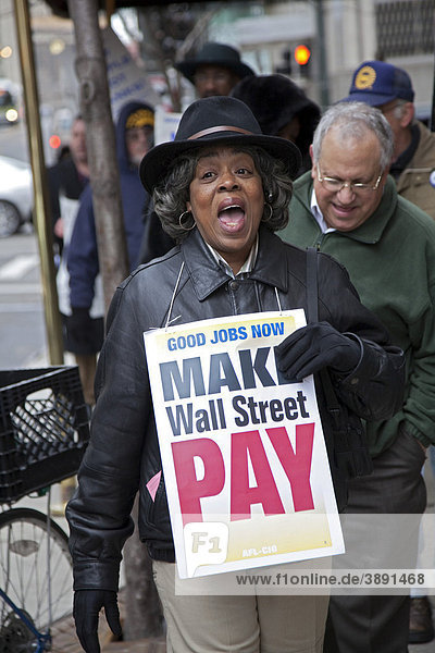 Union members picket the Bank of America  saying that big Wall Street banks should pay the cost of creating good jobs to solve the economic crisis  Detroit  Michigan  USA