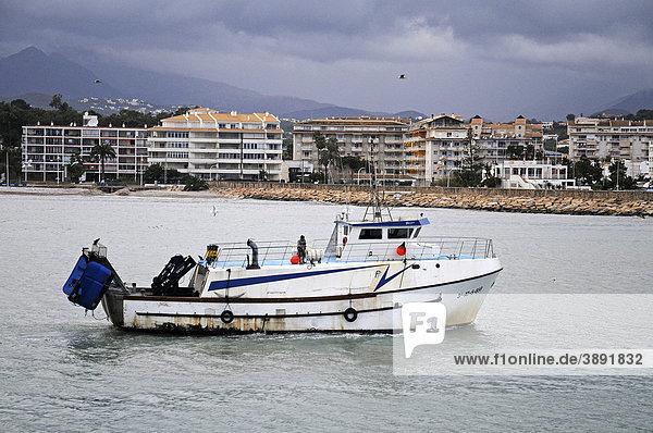 Kleines Fischerboot  Abend  Altea  Costa Blanca  Provinz Alicante  Spanien  Europa