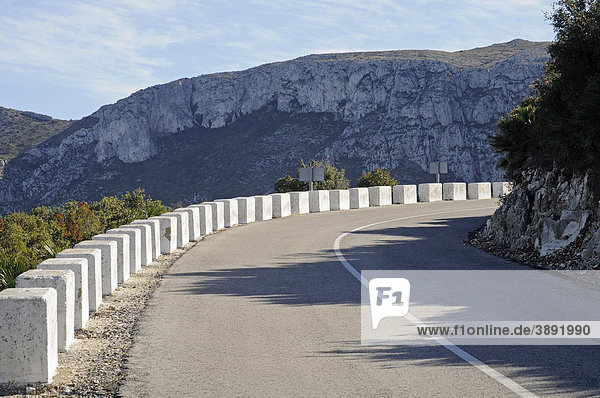 Landstraße  Bergstraße  Kurve  Berge  Landschaft  Marina Alta Region  Costa Blanca  Provinz Alicante  Spanien  Europa