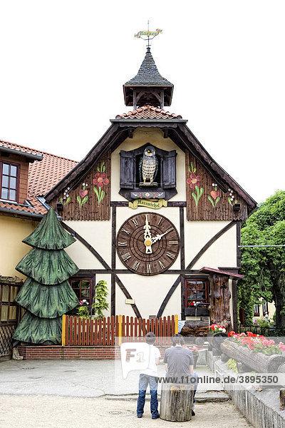 Die größte Kuckucksuhr der Welt  Gernrode  Harz  Sachsen-Anhalt  Deutschland  Europa Die größte Kuckucksuhr der Welt, Gernrode, Harz, Sachsen-Anhalt, Deutschland, Europa