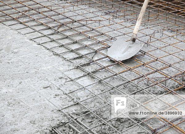 Schaufel Auf Stahlgeflecht Vor Dem Giessen Einer Bodenplatte Aus