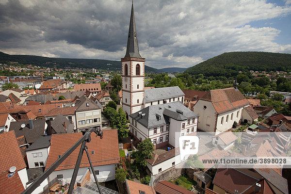 Blick auf die historische Altstadt und die Stadtpfarrkirche St Michael  Lohr am Main  Hessen  Deutschland  Europa