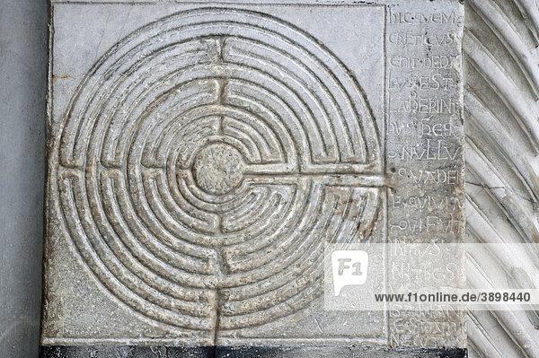 Eines der ältesten Labyrinthe  am Dom San Martino  Lucca  Toskana  Italien  Europa