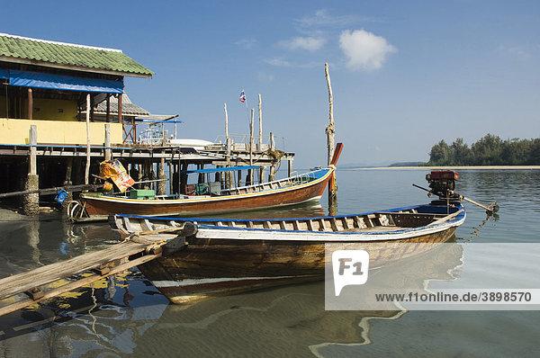 Longtailboat  Fischerboot am Pier  Saladan Village  Insel Ko Lanta  Koh Lanta  Krabi  Thailand  Asien