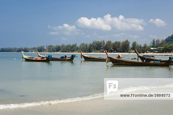 Longtailboats  Fischerboote am Strand  Klong Dao Beach  Insel Ko Lanta  Koh Lanta  Krabi  Thailand  Asien